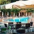 фото Столики у бассейна