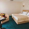 фото отель алькор. номер люкс. кровать