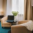 фото отель алькор. номер люкс. стол