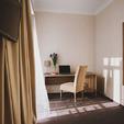 фото отель алькор. Стандарт двухместный. столик