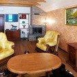 фото Отель Золотая гора  Ужгород. Винный домик.Стол